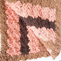 Marshmallow pet blanket pink and brown